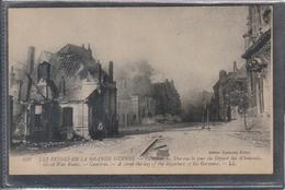 Carte Postale 59. Cambrai  Une Rue Le Jour Du Départ Des Allemands  Très Beau Plan - Cambrai