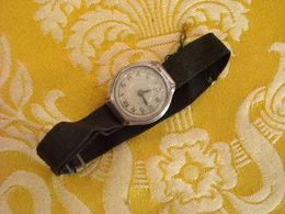 Montre Bracelet Sans Marque , Mécanique , Remontoir Absent . - Montres Anciennes