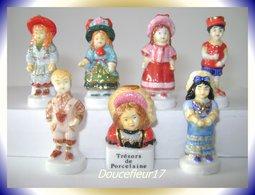 Trésors De Porcelaine ..Lot De 7 Fèves... Ref. AFF : 117-2005... (pan 0024) - Personnages
