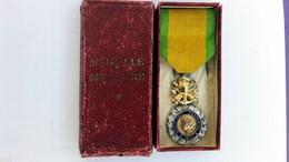 Médaille Militaire GUERRE 1870 Avec Ruban, Broche Et Boite - Email Et Plaqué Argent -VALEUR Et DISCIPLINE Modèle 3e REPU - France