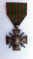 Médaille Militaire En Bronze -CROIX DE  GUERRE 1914/1918  Avec Son  Ruban - REPUBLIQUE FRANCAISE - France