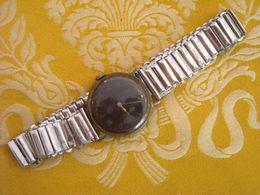Montre Bracelet Sans Marque , Mécanique , Ne Fonctionne Pas - Montres Anciennes