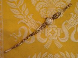 Jolie Montre Bracelet De Marque ATOMA , Swiss Made , Avant 1950 , Non Testée - Montres Anciennes