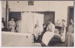 CARTE PHOTO V. LEPREUX - BRUAY : UN HOPITAL MILITAIRE - INFIRMIERE - MEDECIN - SOLDATS BLESSES - ECRITE 1915 - 2 SCANS - - Autres Communes