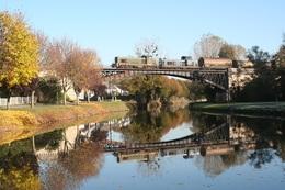 Mardié-Pont-aux-Moines. Locomotive BB 63000. Train 404472 Sully-sur-Loire - Les Aubrais. Cliché Pierre Bazin. 18-11-2005 - Trains