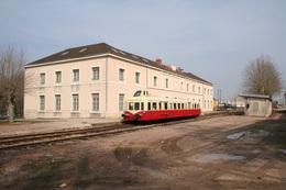 Pouilly-en-Auxois. Autorail X 4039 De L'association ABFC. Cliché Pierre Bazin. 18-03-2006 - Trains