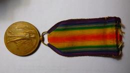Médaille Interalliés De La Grande Guerre Pour La Civilisation. (Grande-Bretagne) + Version Française Sans Ruban.. - Gran Bretaña