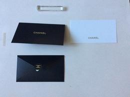 Carte Et Enveloppe Chanel Fête Des Pères - Cartas Perfumadas