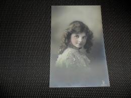 Fillette ( 265 )  Enfant  Kind  Meisje - Chiens