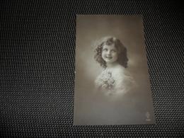 Fillette ( 266 )  Enfant  Kind  Meisje - Chiens