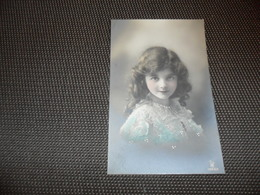 Fillette ( 267 )  Enfant  Kind  Meisje - Chiens