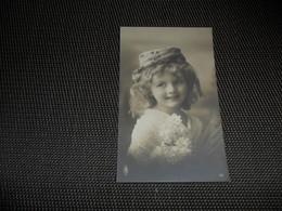 Fillette ( 269 )  Enfant  Kind  Meisje - Chiens