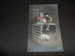 Fillette ( 276 )     Enfants  Enfant  Kind  Cochon  Zwijn  Varken - Chiens