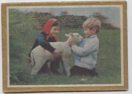 Almanach Des P.T.T, 1975, Petit Format, 24 X 17, Pliable En 2 Au Format 12 X17, Enfants Avec Agneau, Photo En Reief - Calendarios