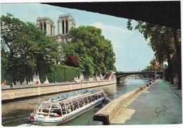 Paris - Les Tours De Notre-Dame Et La Seine - Bateau D'excursion 'Vedettes - Tours' - Notre-Dame De Paris