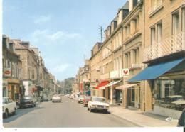 CPSM 50 AVRANCHES Rue De La Constitution - Voitures Années 70 Peugeot 404 - Avranches