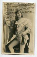 ARTISTE 1102  A  DORGERE En Chevalier Collant Blanc EROTISME   Photog REUTLINGER  écrite - Artistes