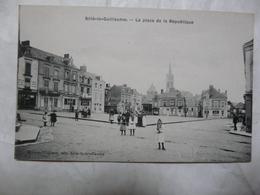CPA 72 SARTHE-SILLE LE GUILLAUME : La Place De La République (scène Animée) - Sille Le Guillaume