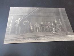 Le Charbonnage, Groupe D'ouvriers Attendant Le Moment De La Descente Dans La Mine - Beringen