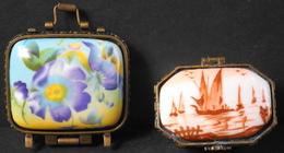 2 Boites A Pilule En Porcelaine Art - Avec Des Motifs Stylisés - TBE - Scatole/Bauli