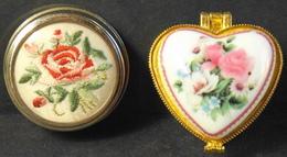 2 Boites A Pilule Dont Une Porcelaine Art - Avec Des Motifs De Fleurs Stylisées - TBE - Scatole/Bauli