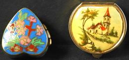 2 Boites A Pilule Dont Une Porcelaine Cloisonnée - Avec Des Motifs Stylisées - TBE - Scatole/Bauli