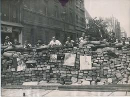 Libération De PARIS, 1944, Barricade Bd St Germain - Photo 18 X 24 Cm, Agence L.A.P.I., WW2 - War, Military