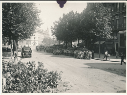 Libération De PARIS, 1944, Place Saint Michel - Photo 17 X 23 Cm, Studio R. Rouers, WW2 - Guerre, Militaire