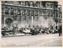 Libération De PARIS, 1944, Le Gal De Gaulle Quittant L'Hôtel De Ville - Photo 18 X 24 Cm, Photos Jac, WW2 - Guerre, Militaire
