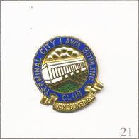 Pin's Bowling / Club Terminal City Lawn à Vancouver (Canada). Est. Elbert Trophées. EGF (broche Modifiée). T672-21 - Bowling
