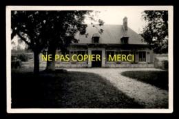 NEVILLE (SEINE-MARITIME) - MAISON DE MAITRE - AOUT 1933 - FORMAT 14 X 9 CM - Places