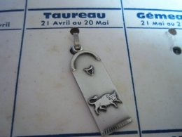 Pendentif En Métal Argenté Zodiaque ' Signe Du Taureau ' - Hangers