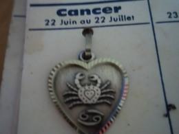 Pendentif En Métal Argenté Zodiaque ' Signe Du Cancer ' Forme Cœur - Pendants