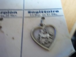 Pendentif En Métal Argenté Zodiaque ' Signe Sagittaire ' Forme Cœur - Pendants