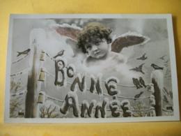 B20 2071 CPA FANTAISIE. 1908 - BONNE ANNEE - PETIT ANGE ET OISEAUX SUR LES FILS ELECTRIQUES - Angeles