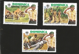 V) 1977 DOMINICA, SALUTING BOY SCOUT, CARIBBEAN BOY SCOUT JAMBOREE, MNH - Dominica (1978-...)
