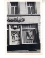 """Petite  Photo Façade De La Salle  De Spectacles """"Charly's""""  Luxembourg, 3 Place Des Martyrs +  Programme. Juillet 1953 ? - Places"""