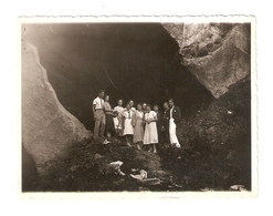 FO--00113-- FOTO ORIGINALE - GITA ALLE GROTTE DI CAGLIERON -VITTORIO VENETO ( TREVISO ) 1933 - Persone Anonimi