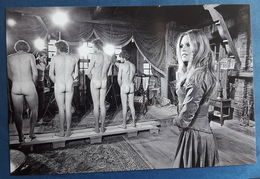 BRIGITTE BARDOT Mit Nackten Männern (nude Men / Hommes Nu) > Maxi-Hochglanz-Star-Photo Im Format Ca. 30 X 20 Cm (pf306) - Fotos