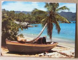 MONDOSORPRESA, SEYCHELLES, BARCA CON PESCATORE, VIAGGIATA - Seychelles