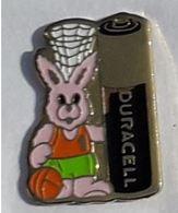 AN47 Pin's LAPIN RABBIT DURACEL BASKET BALL  Achat Immediat - Animals