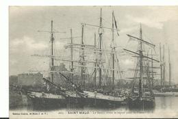 35 St Malo Le Bassin Les Bateau De Peches  Pour Le Depart De St Pierre - Saint Malo