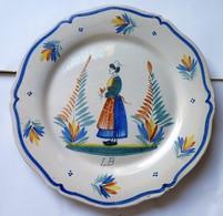 RARE ANCIENNE ASSIETTE HENRIOT QUIMPER (LB) N°126 : Femme Bouquet De Fleurs 24cm  BE - Quimper/Henriot (FRA)