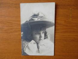 FRANCE LITTLE GIRL FILLETTE , OLD POSTCARD   , O - Abbildungen