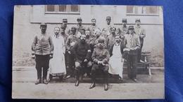 CPA PHOTO GROUPE MILITAIRES GUERRE 14 1915 CACHET HOPITAL TEMPORAIRE BEZIERS AU DOS VOIR SCAN - Photographie