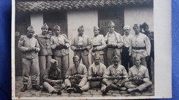 CPA PHOTO GROUPE MILITAIRES SOLDATS FABRE DE SIGEAN ET BRINGUIER DE NARBONNE - Photographs