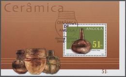 Thematik: Kunsthandwerk / Arts And Crafts: 2002, Angola: POTTERY Souvenir Sheet, Investment Lot Of 1 - Künste
