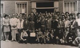 KALKEN   FOTO 1973  === LAUREATEN EXAMEN OP HET GEMEENTEHUIS      +- 15 X 8 CM - Laarne