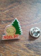 Pin' S   Noël 91. Sapin Mammouth 60 - Pin's & Anstecknadeln