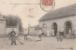 VILLENAUXE LA GRANDE - LES ABATTOIRS - BELLE CARTE ANIMEE - PORCS AU MILIEU DE LA COUR - LE PUITS - 2 SCANNS - TOP !!! - France
